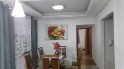 Casa Com piscina e espaço gourmet.