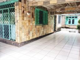 Alugo casa no Bosque/Centro