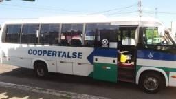 Vende. se um ônibus