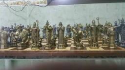 Jogo de xadrez medieval  de metal maciço 8 kilos