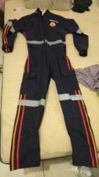 Macacão M, calça G e bota 38 SAMU