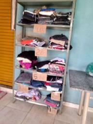 Estou vendendo roupas no bazar da rosa