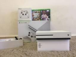 Xbox One S 2 Controles Completo na Caixa