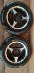 Jogo de rodas aro 13 com 3 pneus bons