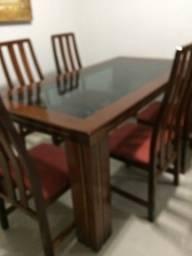 Mesa de jantar, com seis cadeiras
