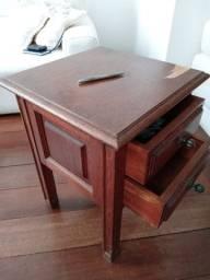 """2 Mesas de Cabeceira tipo """"Criados Mudos"""" em Madeira Maciça"""