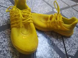 Tênis Nike amarelo