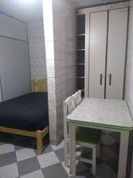 Aluga-se quarto com banheiro e cozinha individual