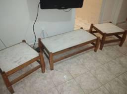 Duas mesas de canto de sofá e uma de centro