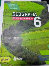 Livros 6 ano Geografia e Inglês