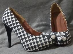 Sapato de salto (sem caixa).