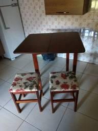 Vendo uma mesa de abrir é fechar de madeira