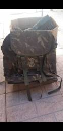 Mochila camuflada do exército