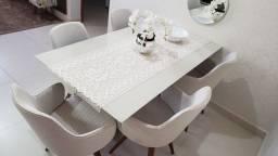 Mesa tampo vidro off white e 5 cadeiras giratórias