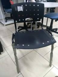 Cadeira fixa preta empilhavel de escritório Novas revenda