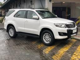 Toyota Hilux SW4, impecável, 4 pneus 0km - 2015