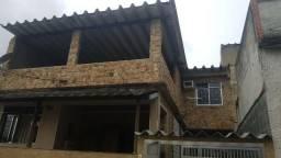 Casarão de frente, varanda, sala ampla, 03 quartos, garagem e terraço