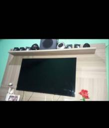 """SmartTV Aoc 43"""" funciona perfeitamente porém,c tela trincada  pra retira peças."""