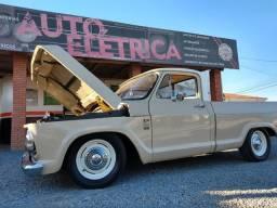 Vendo Chevrolet C10 6CC ano 76, bege, rebaixada, direção hidráulica.