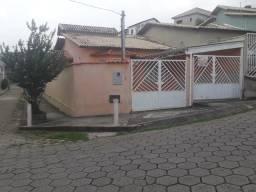 Linda casa 3quatos com 2garagens e quintal em São Lourenço MG