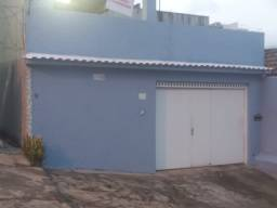 Casa com piscina e 2 garragens entre norte Shopping e Nova América