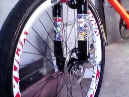 Vendo ou troco bicicleta de 3 lugares