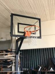 Tabela de basquete com aro oficial