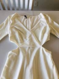 Vestido branco recortes TAM P novo