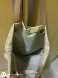 Vendo esta bolsa ta em boas condições de uso ta toda boa
