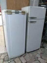 (Cód.009) Para conserto ou retirada de peças, vendo duas geladeiras