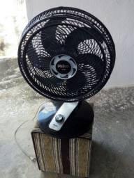 Um ventilador da marca Philco de 40c turbo