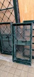 Vendo esquadrias com vidro e porta com fechadura e chave