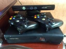 XBox 360 + Kinect Slim 4Gb Standart matte black + 2 controles e vários jogos