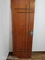 Porta Frisada Semi-oca Envernizada + Fechadura + Dobradiça