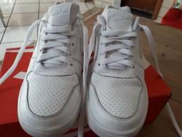 Tênis de couro branco,original da Nike