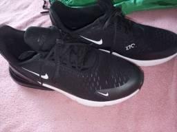 Tênis Nike.n° 40-41.  usado 1 vez ..e 2 bermudas nunca usada tudo por 130 $