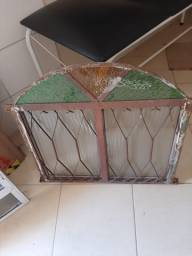 Janela de ferro com vidros