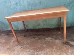 Mesa de madeira (Tangará)