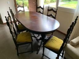 Mesa com 8 cadeiras modelo antigo