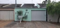 Vendo Casa 200m2 de Lote com 140m2 de Construção 3 Qts 1 Suíte com Armários