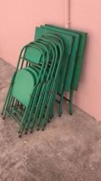 Vendo mesa de ferro com 4 cadeiras