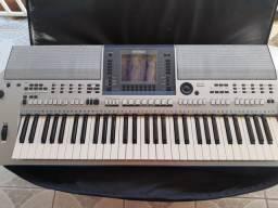 Teclado musical profissional Yamaha psr S700 usado.