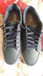 Kit com três calçados masculinos.......