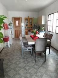 Alugo ótima casa mobiliada com 03 quartos