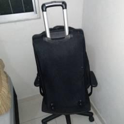 Mala tipo bolsa com carrinho pra viagem