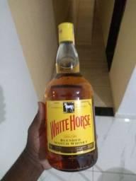 Vendo uma garrafa de cavalo branco,lacrado