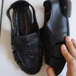 duas Sandálias 37/38 R$30