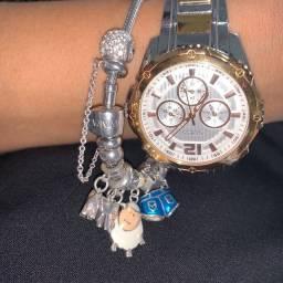 Relógio Guess prata com dourado