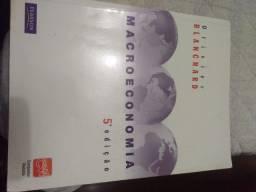 Coleção de livros de economia