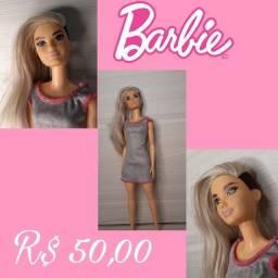 Boneca Barbie cabelo meio raspado